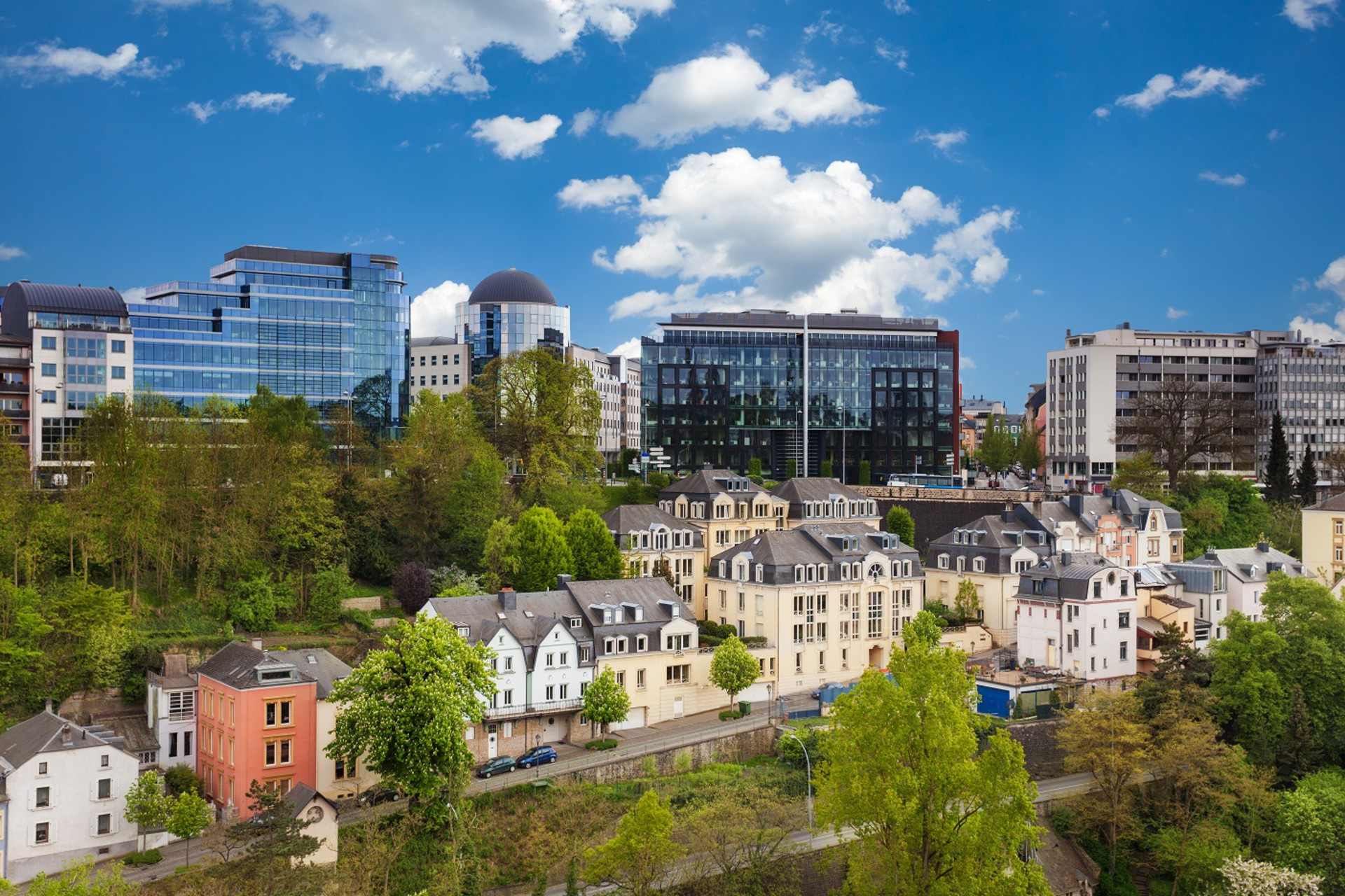 Axa wealth europe your luxembourg asset solution for Piscine luxembourg